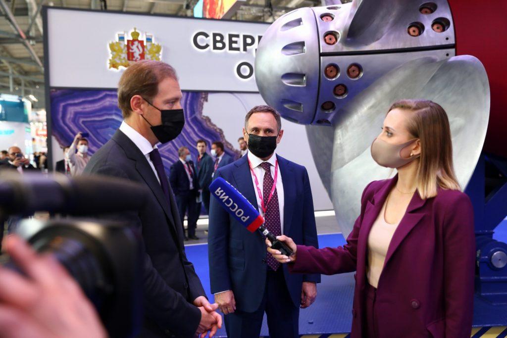 Денис Мантуров посетил стенд КОНАРа на ИННОПРОМЕ-2021